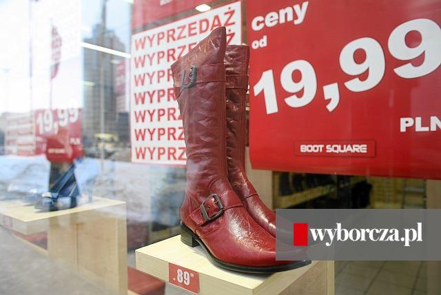 d343c1bb3b507 Ważne, że ciepłe i tanie. Przeceny zimowych butów