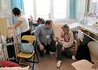 W szpitalu wbijają dzieciom grube igły dla dorosłych