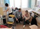 W szpitalu wbijaj� dzieciom grube ig�y dla doros�ych