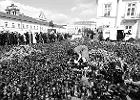 Tłum pod Pałacem Prezydenckim