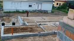 G��boko�� posadowienia fundament�w powinna by� dostosowana do poziomu w�d gruntowych i rodzaju gruntu