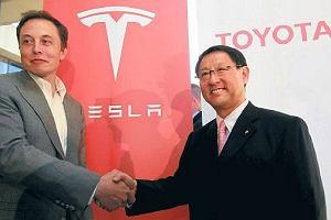 Toyota inwestuje w Tesl�