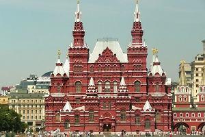 Przystanek: Moskwa. Pekiny i babuszka zza krzaka