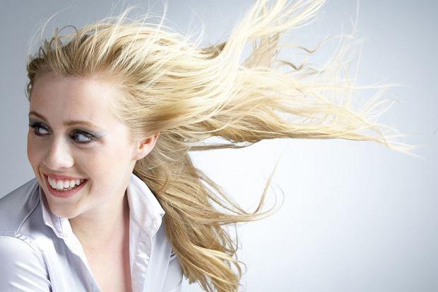 Trwałe prostowanie włosów: Hit czy kit?