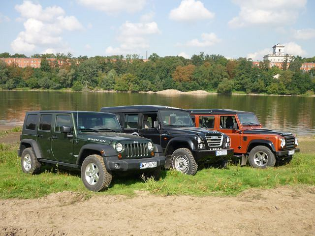 land rover defender vs jeep wrangler unlimited vs iveco massif konfrontacja niezniszczalni. Black Bedroom Furniture Sets. Home Design Ideas