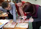 Dzieciaki rysunkami wspar�y Fabryk� �w. Miko�aja