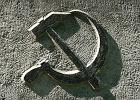 Komunistyczne symbole sierp i m�ot zakazane nawet na �opatach