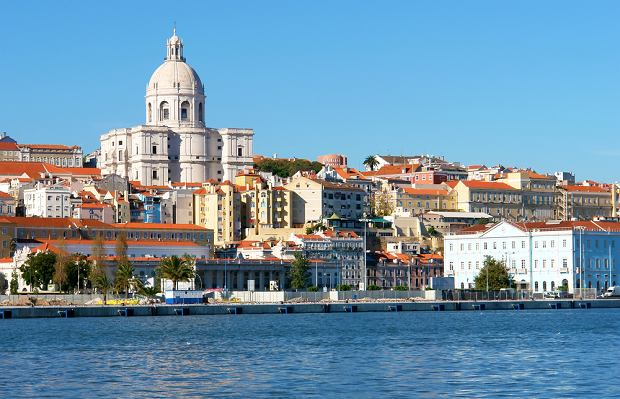 Lizbona - miasto nad rzek� Tag. Po�o�one na siedmiu wzg�rzach zachwyca o ka�dej porze roku
