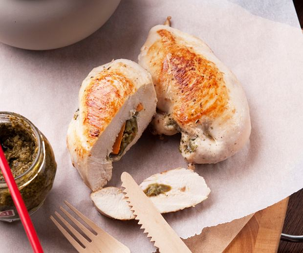 Menu dnia z kurczakiem i francuskim deserem