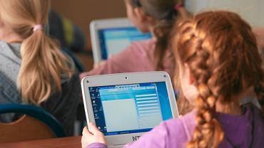 Niemal 1,3 mln dzieci w Polsce korzysta codziennie z Internetu