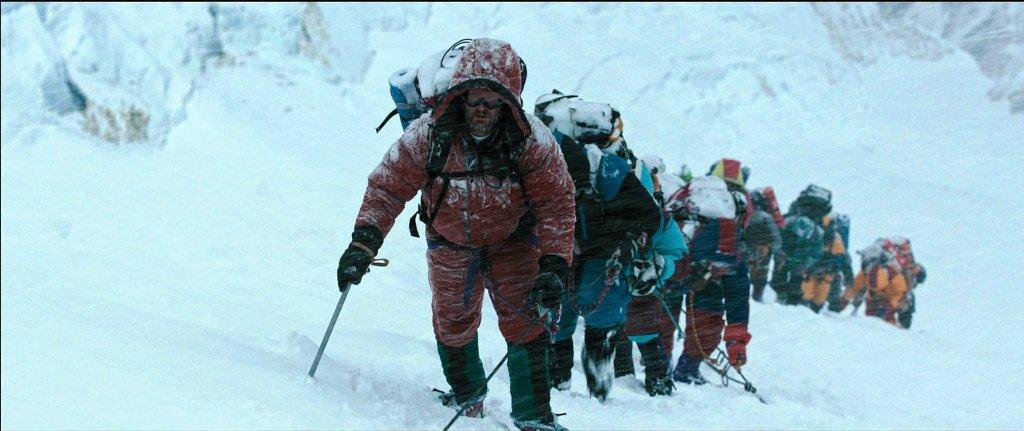 Kadr z filmu 'Everest' Baltasara Kormákura o tragicznej wyprawie, w której w roku 1996 zginęło osiem osób. / UNIVERSAL PICTURES
