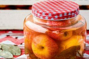 Kiszone jabłka korzenne