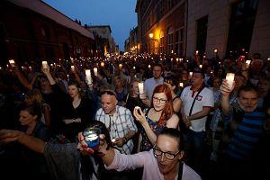 Łańcuch światła. Protestowało dwa tysiące torunian [ZDJĘCIA]