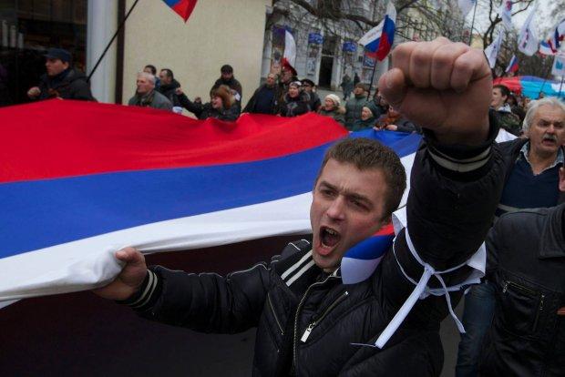 Mieszka�cy Symferopola ciesz� si� z decyzji W�adimira Putina o wys�aniu wojsk na Krym