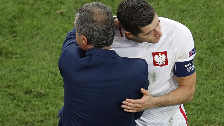 Robert Lewandowski i trener Portugalii Fernando Santos