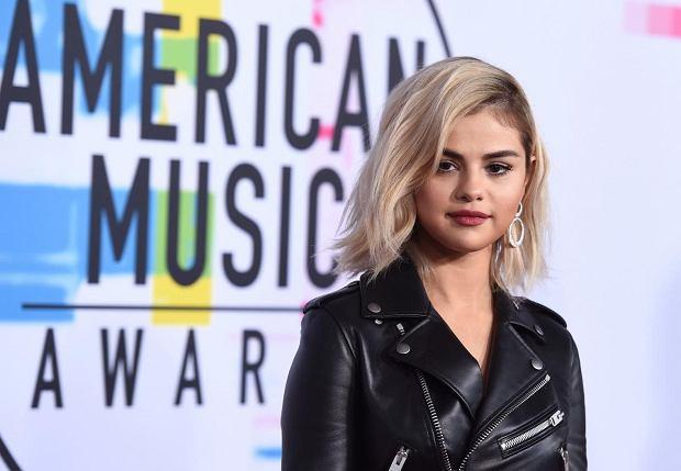 """Selena Gomez została laureatką prestiżowego tytułu """"Women in Music 2017"""" przyznawanego przez magazyn muzyczny """"Billboard"""". Nie wszyscy jednak zgadzają się z tym wyborem i otwarcie przyznają, że to Ariana Grande powinna odebrać wyróżnienie."""