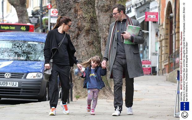 Zdjęcie numer 7 w galerii - Mel C ze Spice Girls na spacerze z córką. Skóra zdjęta! Nie wierzycie? Scarlett wygląda zupełnie jak mama