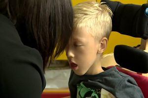 Niepełnosprawny Antek nie może jeździć po szkole na wózku. Dyrektorka obawia się wypadku