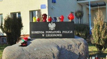 Znicze pod legionowską komendą policji