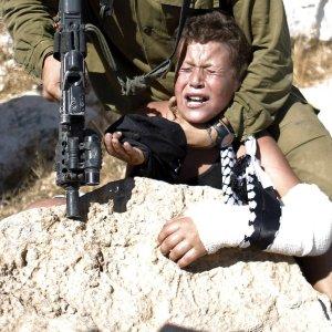 Brutalne uj�cie 12-letniego Palesty�czyka ze z�aman� r�k�