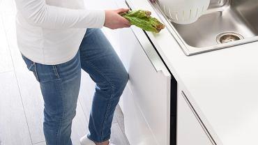 Samodomykające się szafki i szuflady nie tylko są wygodne, ale i mniej narażone na zniszczenia.