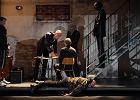 """Zadara re�yseruje """"Zb�jc�w"""" w Teatrze Narodowym. Schiller z koktajlem Mo�otowa"""