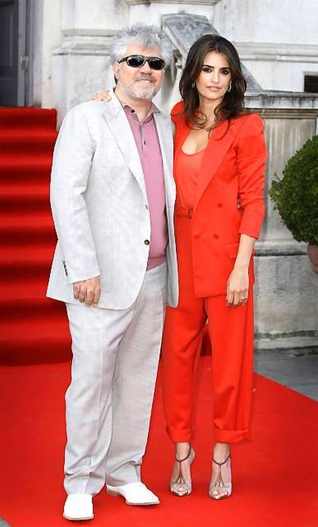 Spanish actress Penelope Cruz, right, arrives with Director Pedro Almodovar for the U.K. premiere of Broken Embraces at Somerset House in London, Thursday, July 30, 2009. The film will launch this year's open air season at the famous london venue. Broken Embraces is Almodovar's first film since his 2006 hit Volver and stars Academy Award winner Cruz, marking their fourth collaboration together. (AP Photo/Joel Ryan)