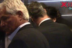 Sandra Bullock do zdj�� pozowa�a z Clooneyem i Thorntonem. Z imprezy wysz�a jednak z NIM. I to za r�k�!