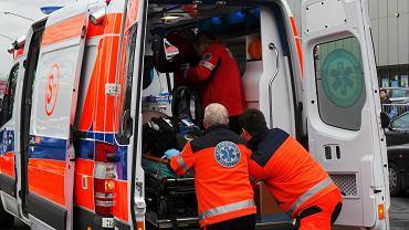 Stacje pogotowia ratunkowego w całej Polsce oszczędzają na ratownikach, bo jest ich wielu na rynku pracy. Tylko zatrudnieni na umowy o pracę na czas nieokreślony mogą być w miarę spokojni o dyżury