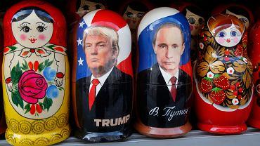 Matrioszki z podobiznami Donalda Trumpa i Władimira Putina