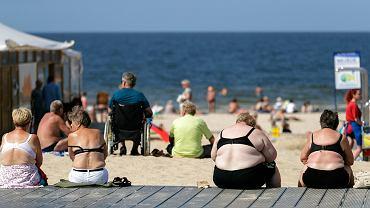 Na plaży trudno dziś spotkać osobę, która nie miałaby nadwagi