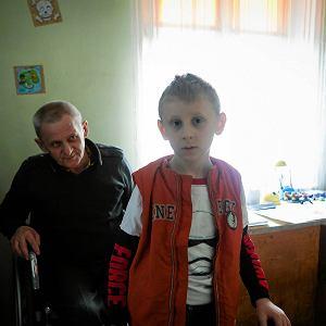 Ojciec i jego siedmioletni syn �yj� na 8 m kw.  Co na to urz�dnicy?