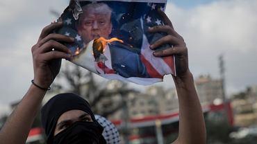 Palestyńcycy i Izraelczycy skaczą sobie do gardeł, turecki prezydent grozi dyplomatycznym odwetem, a Rada Bezpieczeństwa 'głęboko żałuje' Oto pokłosie niefortunnej wypowiedzi Donalda Trumpa, że Jerozolima to stolica Izraela
