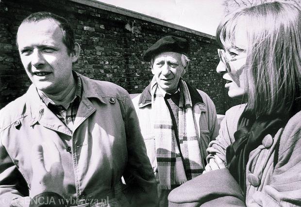 Ewa Kulik z Adamem Michnikiem i Jerzym Holzerem podczas obchodów rocznicy wybuchu powstania w getcie warszawskim