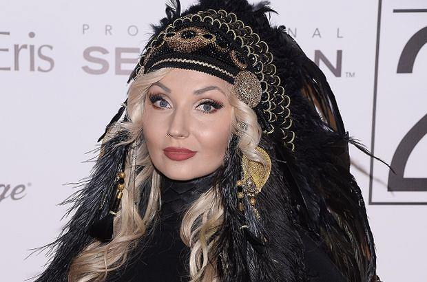 Cleo powróciła na salony w zaskakującym wydaniu. Na gali Doskonałości Mody jej głowę zdobił pióropusz. Słowianka zamieniła się w Indiankę.