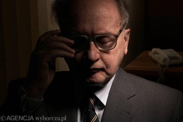 Rodzina genera�a Jaruzelskiego chcia�aby pogrzebu na Pow�zkach
