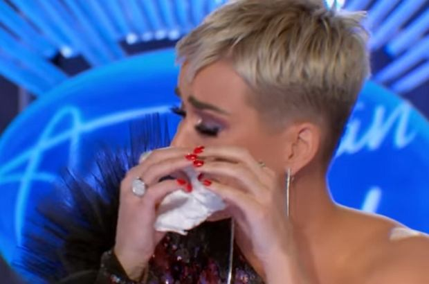 """Katy Perry jest jurorką w amerykańskim """"Idolu"""". Występ niepozornego  Davida Francisco wzruszył ją do łez. Gwiazda nie potrafiła powiedzieć nawet słowa."""