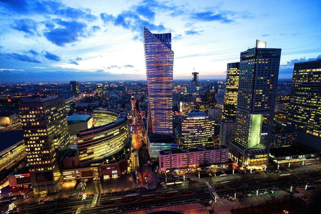'Żagiel' Daniela Libeskinda przy Złotej 44, zbudowany wsamym centrum miasta, stał się jednym z symboli nowoczesnej Warszawy.