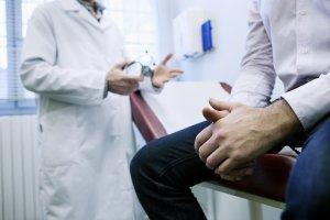 Nie tylko stawia trafne diagnozy, ale tak�e cierpliwe t�umaczy. Takich lekarzy szukamy