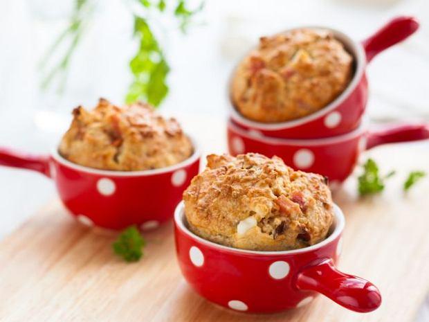 Muffinki z suszonymi pomidorami i pietruszką