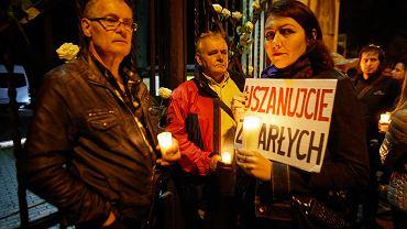 Ekshumacja smoleńska Joanny Agackiej-Indeckiej. Protesty pod cmentarzem