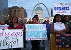 """""""Marzyciele"""" kartą przetargową w bitwie Trumpa o nowe prawo imigracyjne"""