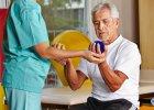 Kręgosłup. Starsze osoby powinny mieć rehabilitację nie tylko po urazie