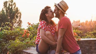 Heteroseksualizm to orientacja, która przejawia się zainteresowaniem wobec osób płci przeciwnej, w przeciwieństwie do orientacji homoseksualnej