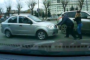 W Rosji samochody atakuj� ludzi | Wideo