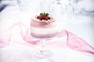 Tort biszkoptowy z serkiem i owocami. Inspiracja na �wi�teczny st�!