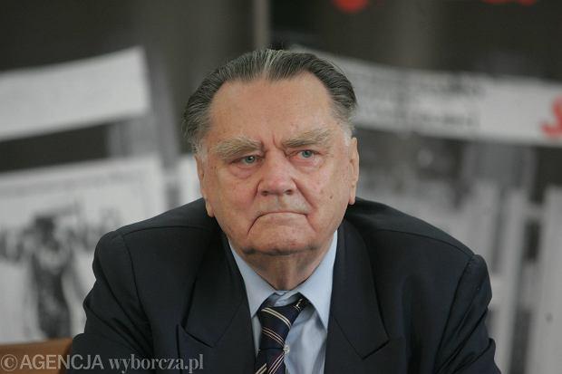 Jan Olszewski podczas konferencji 'Polska była pierwsza' w 20 rocznicę odzyskania niepodległości. Warszawa, Centralna Biblioteka Rolnicza, 5 czerwca 2009