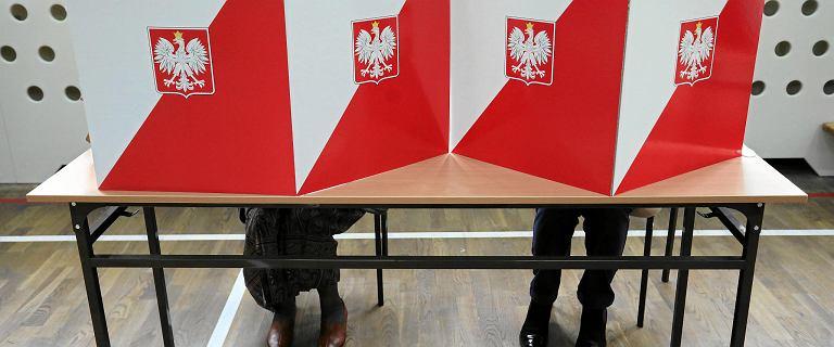 Incydent wyborczy. Przypadki łamania prawa podczas wyborów -  głos za flaszkę i niszczenie kart