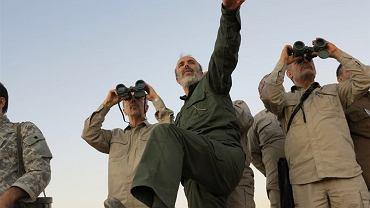 Szef sztabu armii Iranu gen. Mohammad Bagheri wraz z irańskimi oficerami wizytuje linię frontu w północnej prowincji Aleppo w Syrii, 20 października 2017 r.