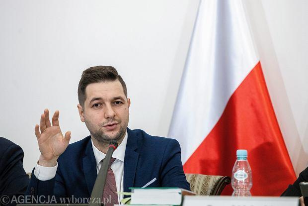 Zdjęcie numer 2 w galerii - Wewnętrzny sondaż PiS: Patryk Jaki wygrałby I turę wyborów na prezydenta Warszawy